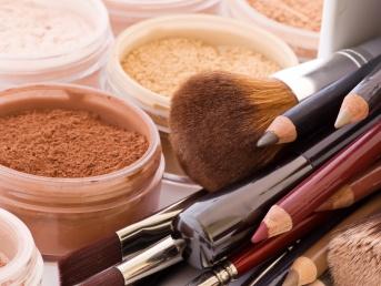 1475013582-trucchi-cosmetici-make