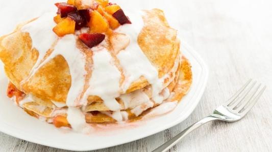 1961-crepes-dolci-con-yogurt-frutta-e-cannella-ricetta-crepes-dolci-farcite